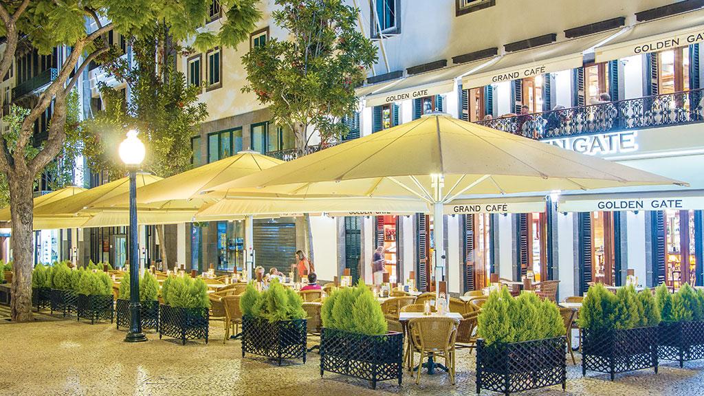 Der extra große Jumbrella XL für Hotel Terrassen und Gastronomie Außenbereiche