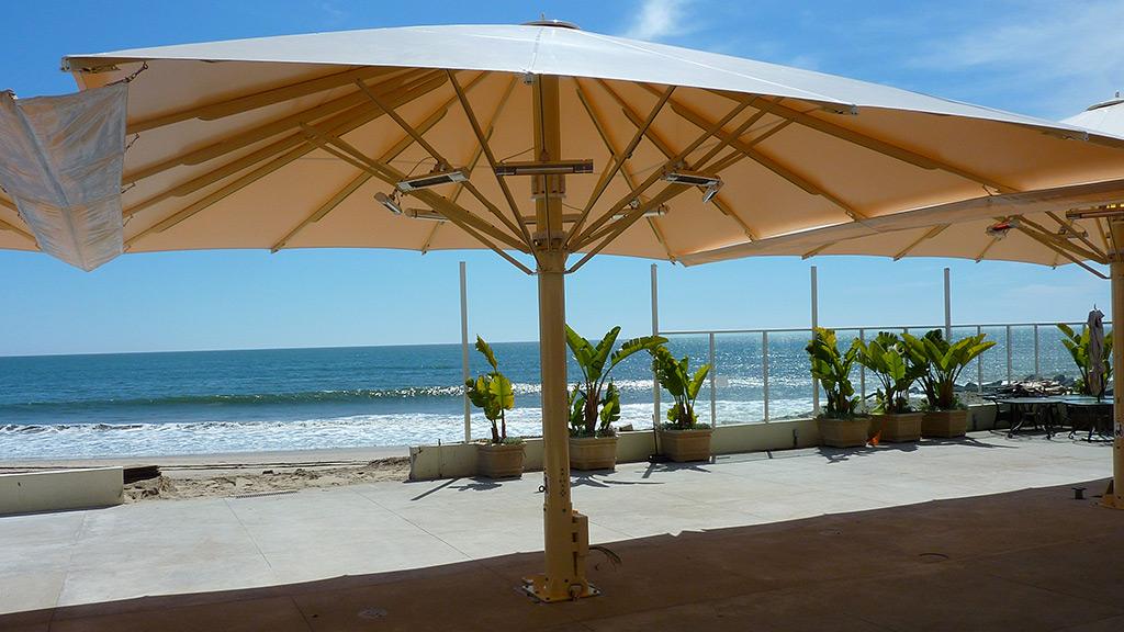 Bahama Magnum Sonnenschirm mit der größten überspannten Fläche und vielen Zusatzausstattungen